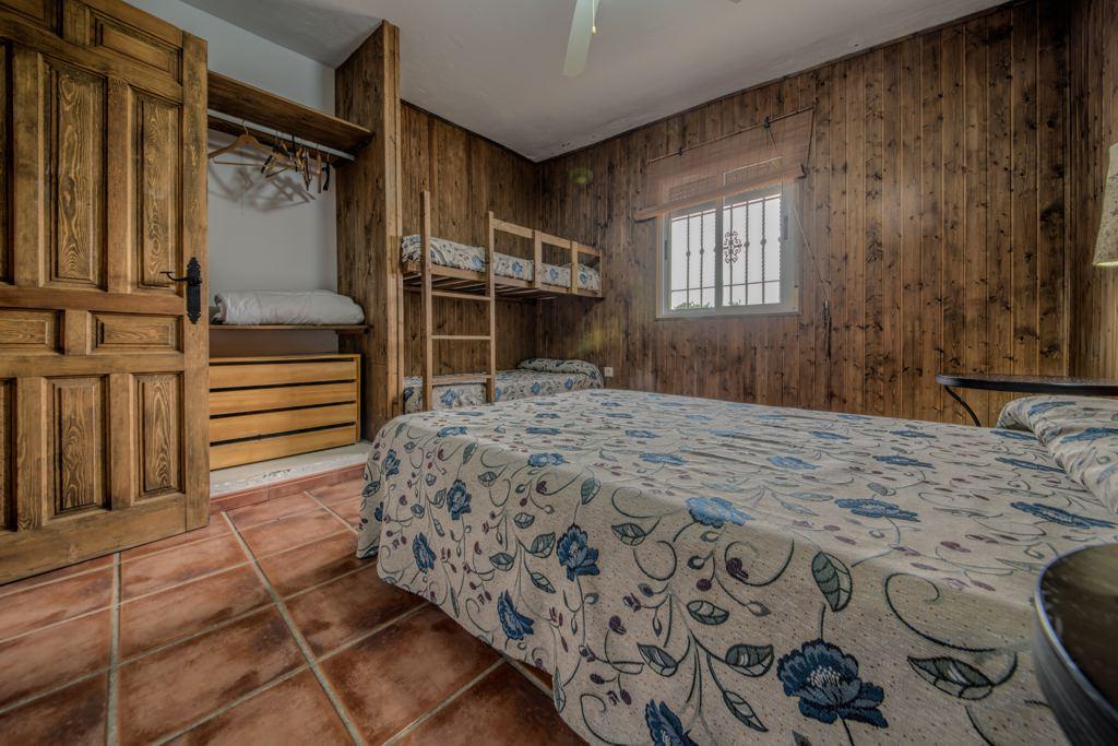 Habitación, cama 135 y litera doble. Casa Rural en Arcos. Huerta del Prado