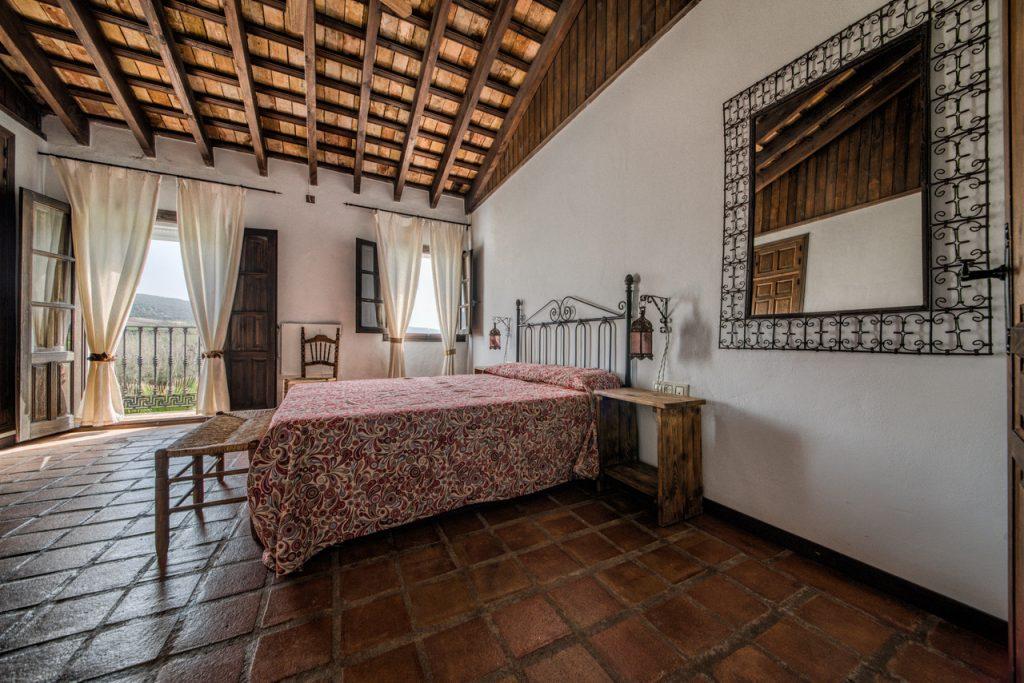 Dormitorio con cama de matrimonio. Casa en Arcos de la Frontera. Casa Rural en Cádiz.